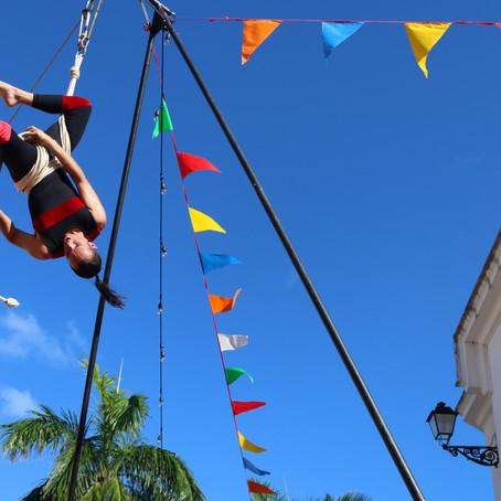 Fusión de artesanías, circo y teatro en El Bastión, durante las fiestas de la Calle San Sbastián