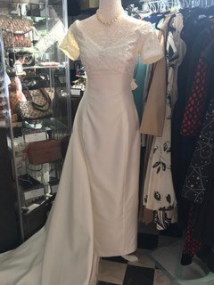 Short Fitted Ivory Wedding Dress with Detatchable Train circa 90's