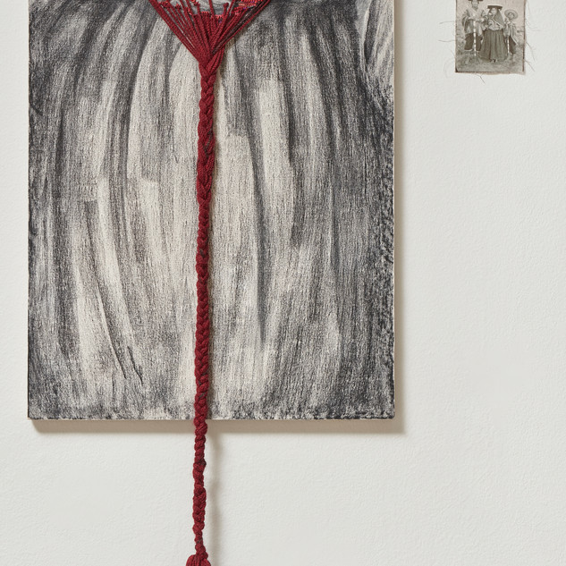 He who has the rod Appropriation of Paracas ringed knitting  and intervention with alpaca fiber on drawing, next to Martín Chambi's photograph.  2018. 50 x 118 cm
