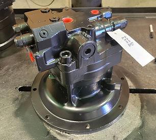 John Deere 250 GLC Swing Motor