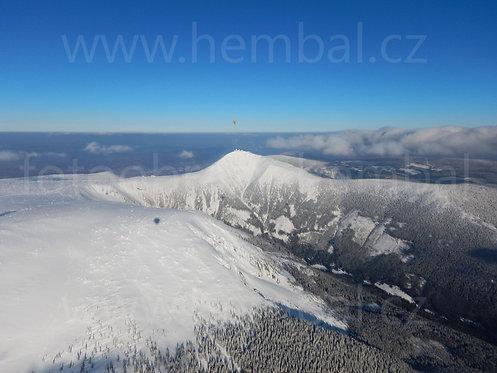 Fotka ke stažení střední - Sněžka z balónu