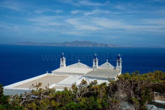 Tinos, kostel s výhledem na Mykonos