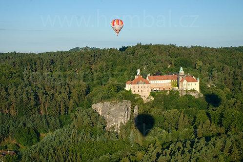 Fotka ke stažení velká - Balón u Hrubé Skály