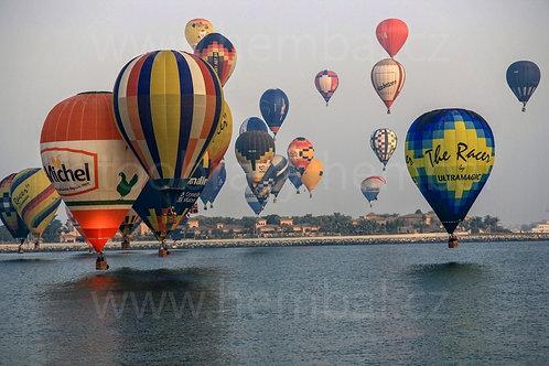 Fotka ke stažení střední - Balóny nad mořskou hladinou