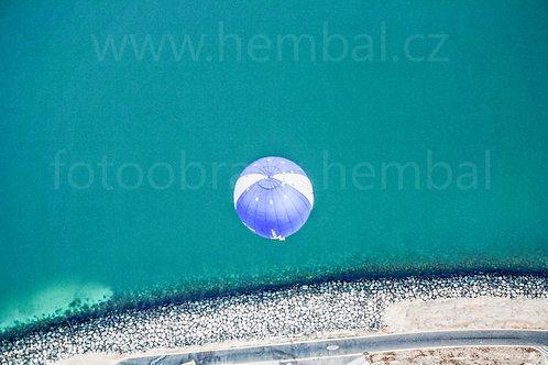 Balón z výšky nad mořem