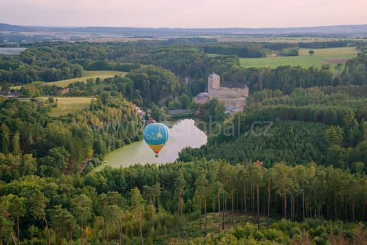 Balón u hradu Kost