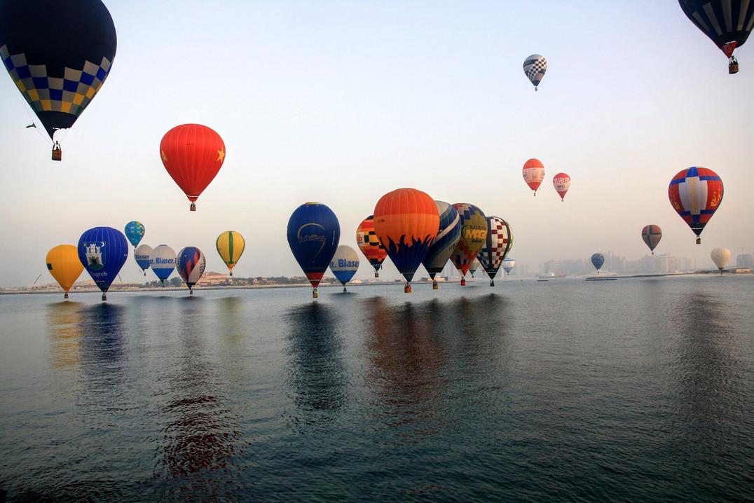Balóny nad mořskou hladinou