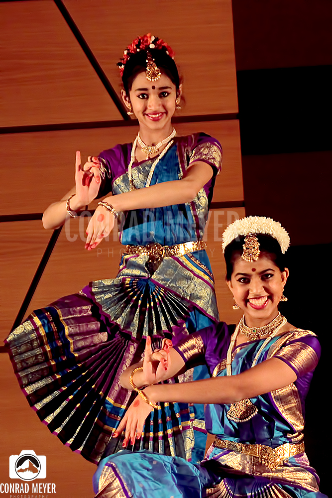 Traditional Indian dancers