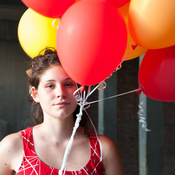 girl+with+balloons+-+natural+beauty.jpg
