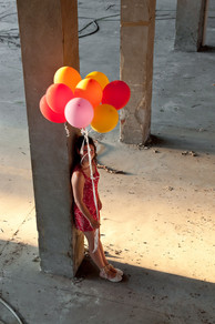 girl+with+balloons+-+dreaming.jpg
