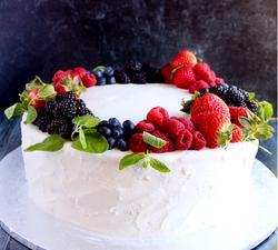 Fresh Berry Vanilla Cake