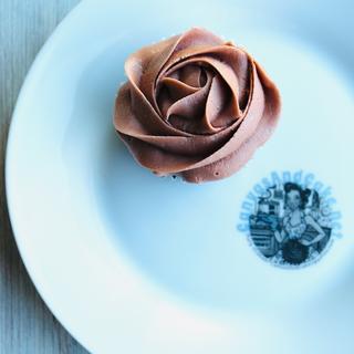 Logo Plate w_ cupcake