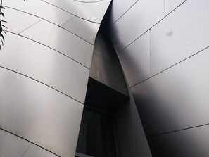 THE WALT DISNEY CONCERT HALL BY FRANK O. GEHRY, DOWN TOWN LOS ANGELES