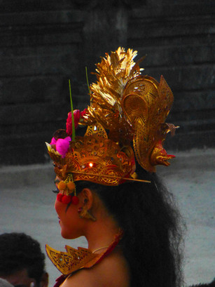 BALINESE COSTUMES |  ULUWATU TEMPLE DANCE AT SUNSET