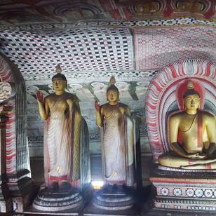 TRAVEL & VOLUNTEERING IN SOUTH EAST ASIA | DAMBULLA CAVE TEMPLE, SRI LANKA