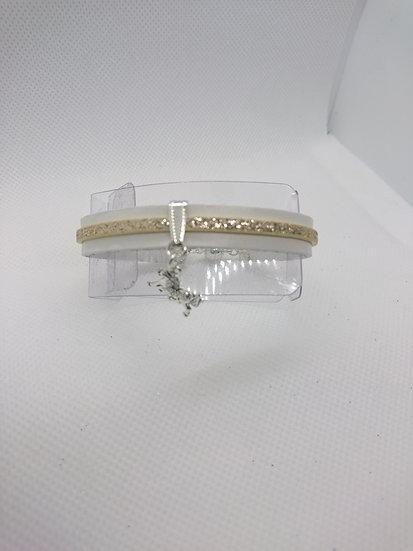 bracelet en cuir blanc et breloque cheval