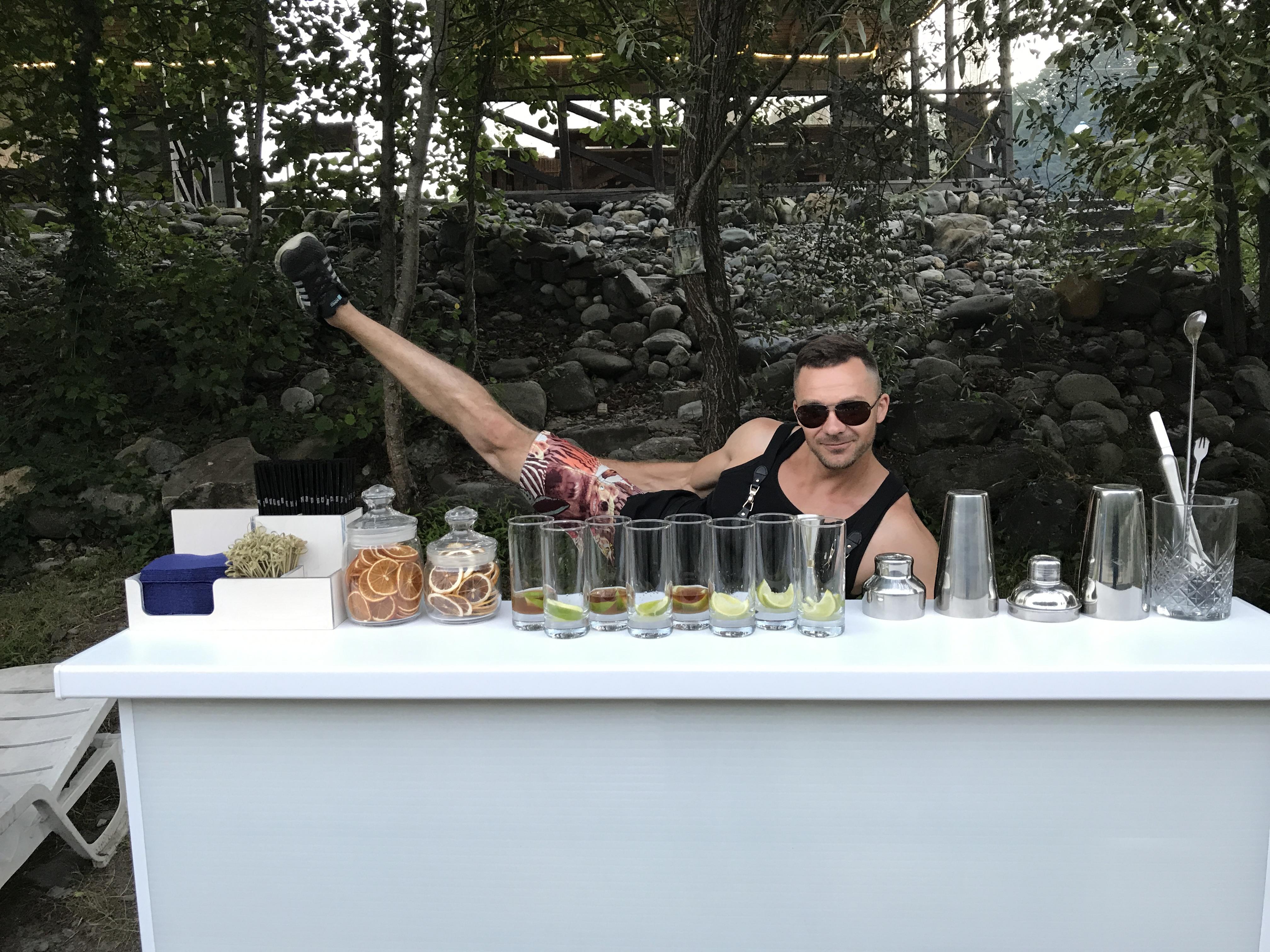 Мобильный бар в лесу