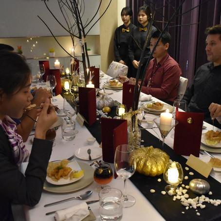 จัดการสอบปฏิบัติการ Food and Beverage Management ให้กับนักศึกษาสาขาการจัดการโรงแรม ชั้นปีที่2