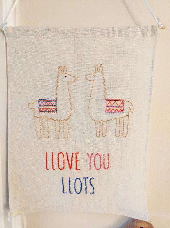 Llove you Llots banner