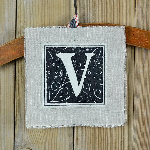 letter 'V' card