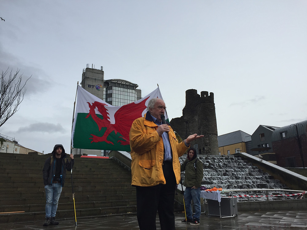 Gwynoro Jones talks at the First Welsh independence rally in Swansea on the 19/11/2016