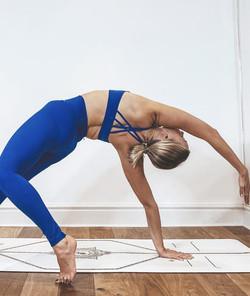women's activewear blue cross-back sports bra with blue leggings