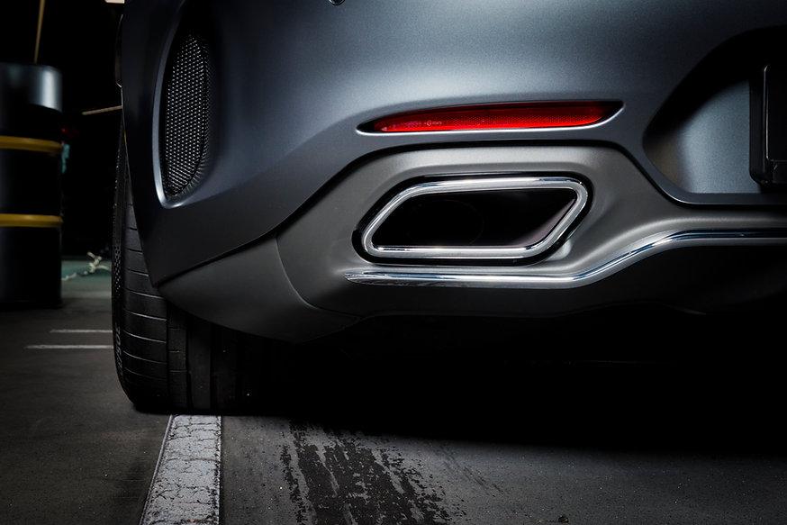 exhaust-pipe-of-a-luxury-car-PRAXRTR.jpg