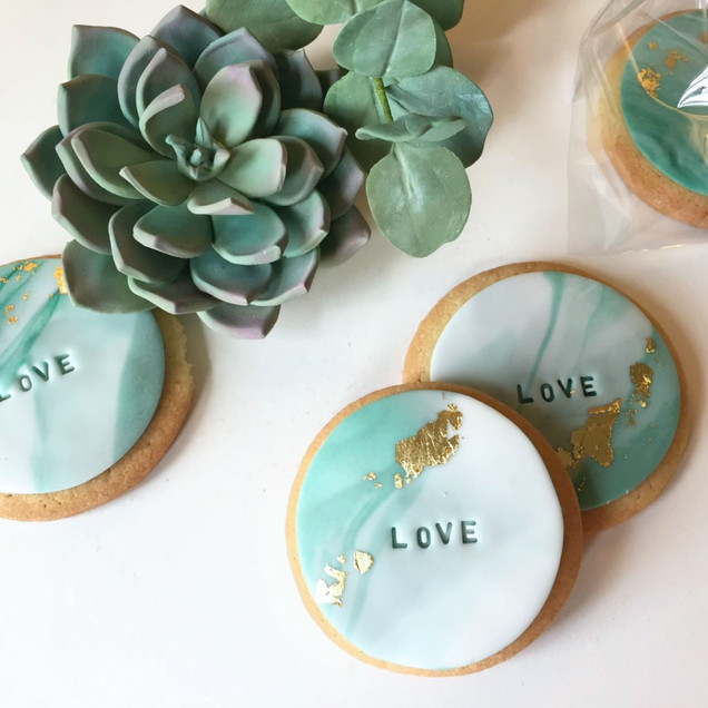 marble iced biscuit cooki wedding favours with gold leaf