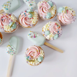 pretty inpastel cupcakes and cakesicles