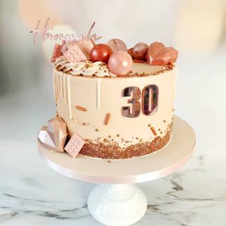 blush geo heart drip cake