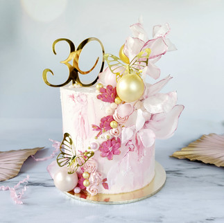 pretty pink and gold buttercream cake