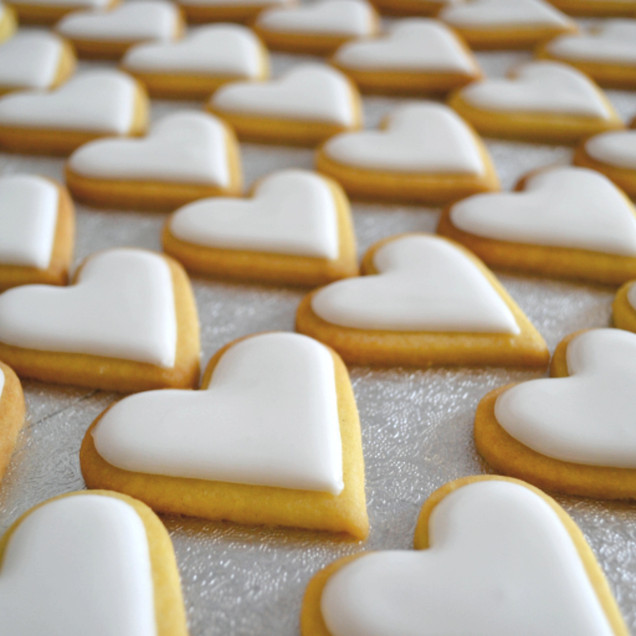 iced heart biscuit wedding favours
