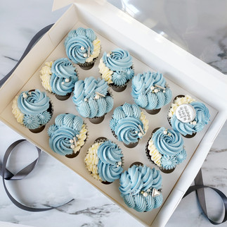 blue white and silver piped cupcakes