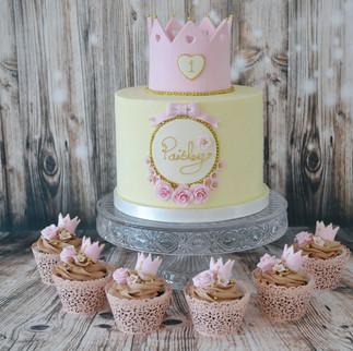 Buttercream princess crown cake and cupcakes