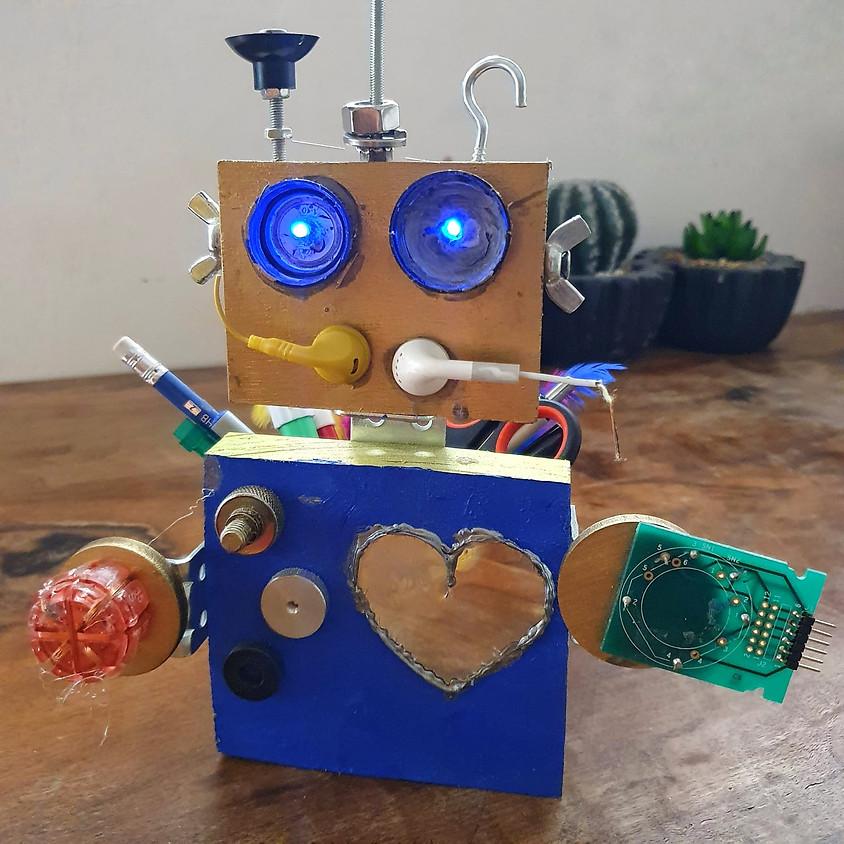 רובוט מאיר מעץ עם קופסת אחסון