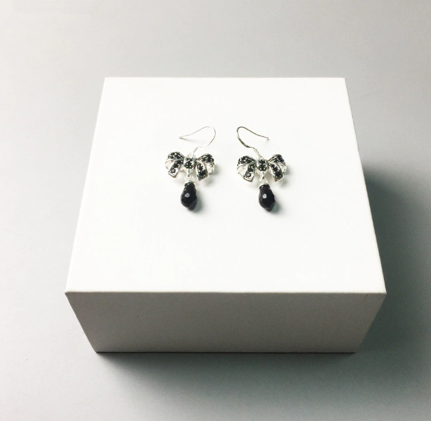 Bow Onyx Black Earrings