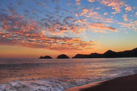 sunset Mexican Pacific ocean Melaque Villa Obregon quiet vacations salamandra restaurant