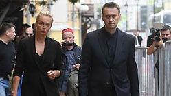 Навальный с женой.jpg