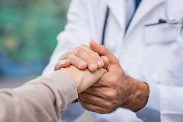 Male-doctor-holding-female-patients-hand
