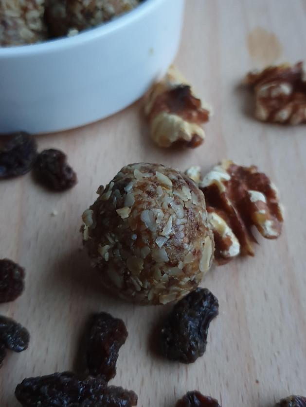 Walnut dates raisin