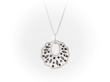 Colgante en oro blanco con diamantes shampan y diamantes blancos