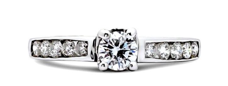 Solitario de once diamantes.