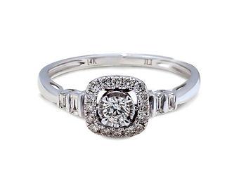 Anillo de compromiso en diamantes y oro blanco