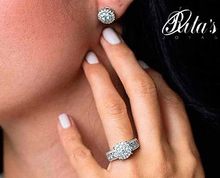 Hermosos aretes y anillo de diamantes mo