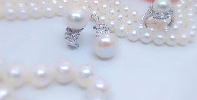 Perlas y oro blanco