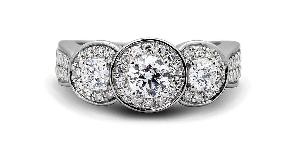 Solitario con tres diamantes y aureola