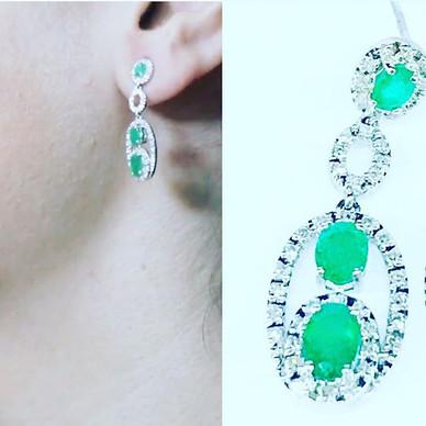 Aretes de oro blanco y esmeraldas con diamantes