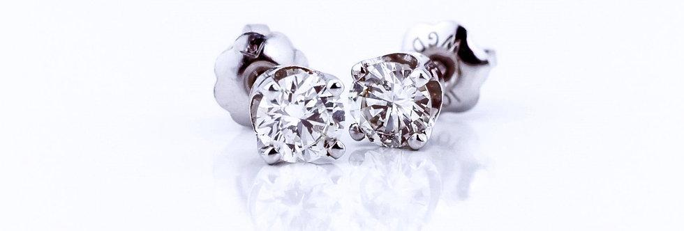 Aretes estilo dormilonas con diamantes.
