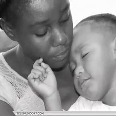 Madre se reencuentra con sus hijos separados en la frontera