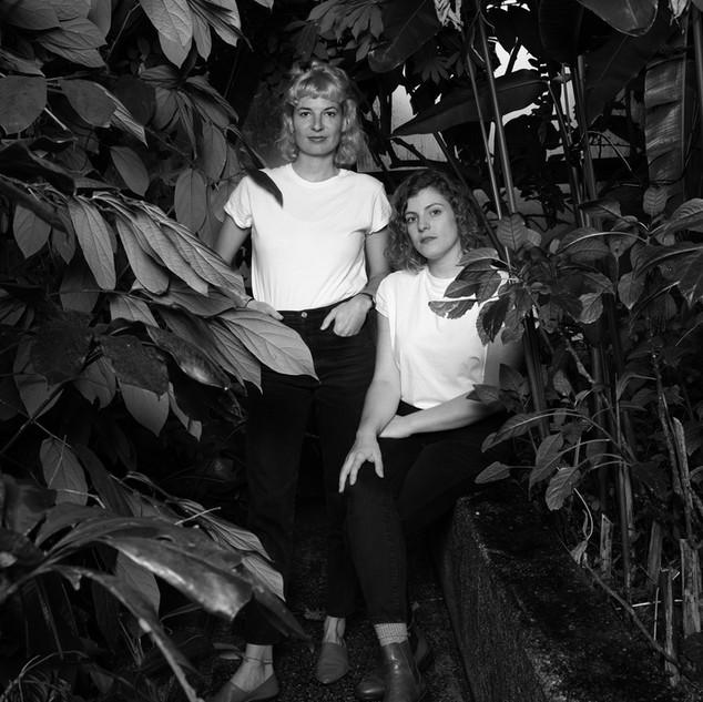 Nina Goldiger und Miriam Schlüssel